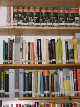 Photo eines Bücherregals